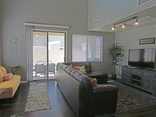 4BR Gated Home, New Furnishings, Near Cubs Stadium