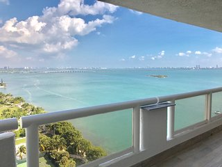 Beautiful view of Biscayne Bay-The Grand Midtown Miami