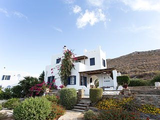 Secluded Hillside Villa With Spectacular Panoramic Views (Sleeps 8)