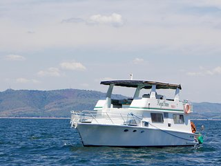 Royal Game Houseboat - Kariba, Zimbabwe