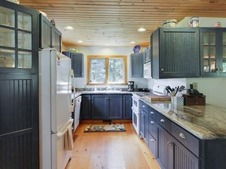 NEW LISTING! Cozy cabin in the woods w/wood stove, deck - easy access to town