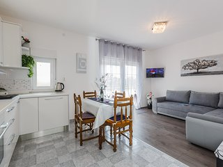 3 Bedroom apartment near the cities of Split and Trogir and beaches!