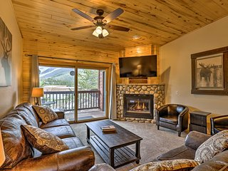 Cozy Condo w/Mtn Views & Deck - Walk to Grand Lake!