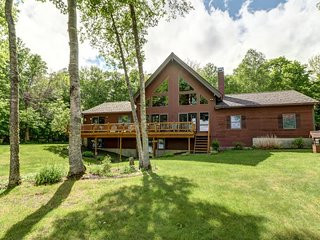 Secluded, waterfront, cabin-style home w/ great views - dock & outdoor fire pit