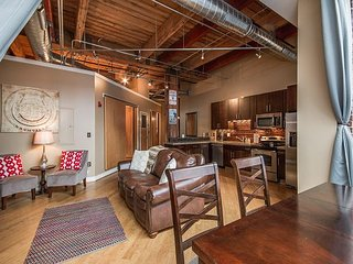 Downtown Loft: Close to Everything to See and Do