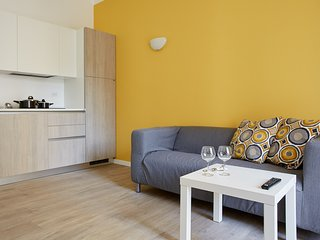 Modern and bright 1bedroom, Amendola metro station