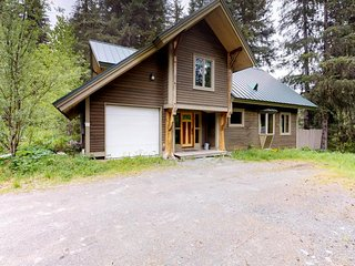 NEW LISTING! Cabin w/hot tub, gourmet kitchen, handcrafted wood details