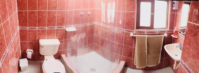 baños amplios y bien equipados