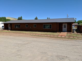 Bunkhouse, 4 Bedrooms, 2 Bath, 2 Kitchens, 2 Dining Rms, 2 Living Rms, Utility