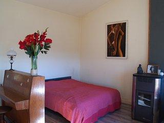 Amarillis - Luxury self-catering apartment with balcony, pool & piano, sleep 3