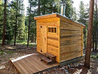 Stunning Log Cabin with Sauna and Sleeping Loft!