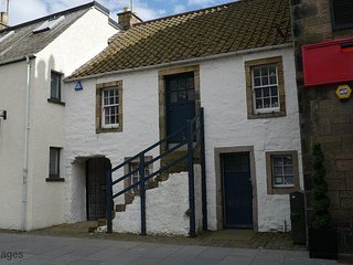 Cowper's Close, 166 South Street, St Andrews, KY16 9EG - A stunning landmark St