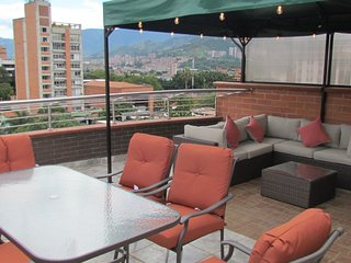 5 Bedroom DUPLEX PENTHOUSE ROOF DECK