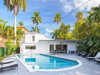 Spacious 5 Bed home in the Heart of south beach with Pool!