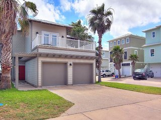 Spacious 3 bed/3.5 bath! In town! Community Pool! Only 50 Feet from the beach