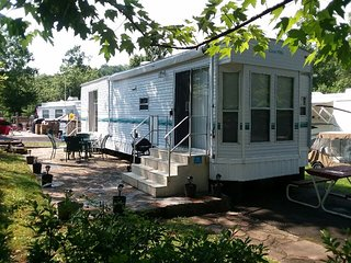 Tranquility Space, 36' Remodeled RV minutes from Gatlinburg in Outdoor Resorts!
