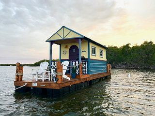 The Cozy Key Lime - Darling Floating Tiny Home