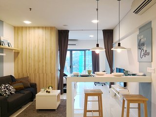 MODERN Summer Studio 13 in KLCC + POOL + FREE WiFi
