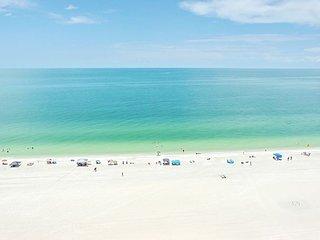 Charming beachfront condo w/ heated pool, hot tub & mesmerizing ocean views
