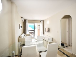 Refurbished beachside Apartment with views to the pool
