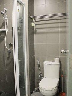 A warm & cozy bathroom.
