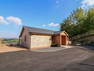 THE FIRS, open-plan living, spectacular countryside views, hot tub