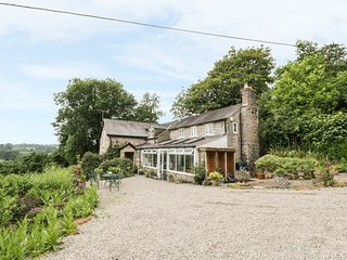 GREYSTONES COTTAGE, welcoming cottage with country views, woodburner, patio, Osw