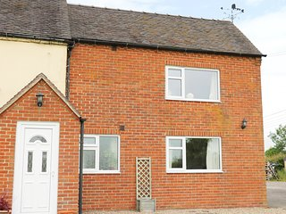THE COTTAGE, countryside views, Hulland Ward
