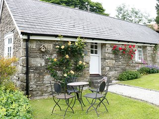 THE OLD STABLE, single-storey cottage on country estate, games room, close to co