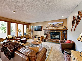 3 Blocks to Village! Sun Vail 2BR w/ Pool, Hot Tubs, Sauna & Mountain View