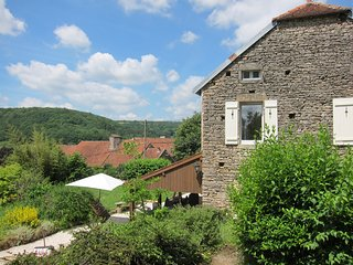 Comfortable holiday accommodation for 4 with beautiful views and surroundings.