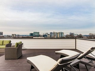Two Nashville Townhomes w/ 6BR Total - Epic Roof Decks, Mins to Downtown