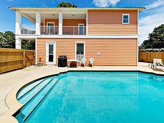 4BR w/ Private Pool & Large Balcony—Minutes to Shopping, 3 Blocks to Beach