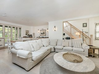 STUNNING 5 BED MEWS HOUSE LOCATED IN KENSINGTON