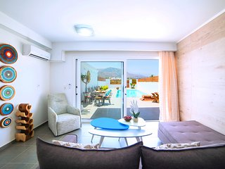 Hypnosis Suite with private swimming pool 100 m away from the sandy beach