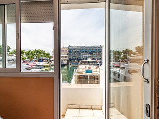 3 habitaciones, parking, al lado playa y comercios