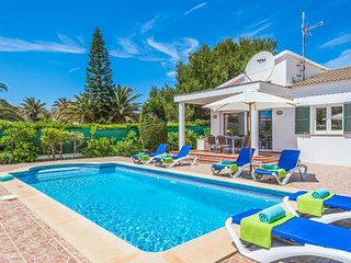 3 bedroom Villa with Air Con, WiFi and Walk to Beach & Shops - 5479288