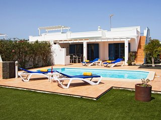 Villa Keira, modern holiday villa with pool, hot tub and private garden