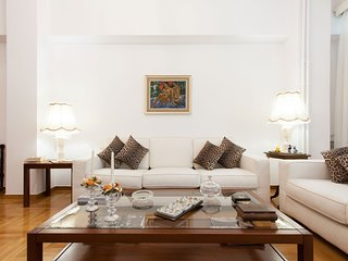 Beautiful apartment in the center Megaro Mousikis