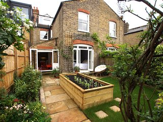 Beautifully decorated, spacious garden flat near Chiswick. (by Elizabeth Lytton)