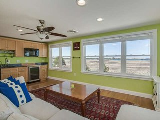 All New - BeachWaves 365: Beach Front, Expansive Views, 2 Kitchens, Wraparound D