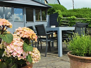 Cottage in Treknow nr Trebarwith Beach, Sleeps 7-8 with lovely Elevated Gardens
