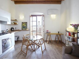 Charming bright studio apartment in Cagliari Historic city center