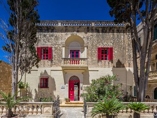 Picturesque and Stunningly restored 300 y.o. Palazzo in Mdina Centre