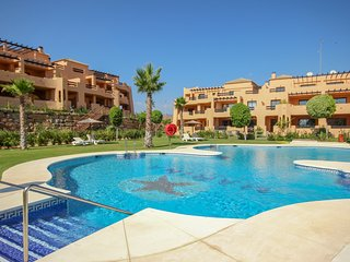 Modern spacious apartment on fantastic complex close to the beach
