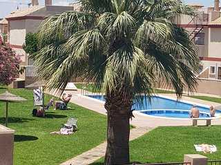 San Pedro Del Pinator 2 Bed Apartment, Aircon, Wifi, TV, Pool and Balcony