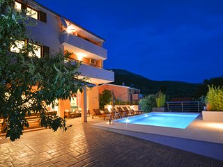 VILLA KARMEN SPLIT CROATIA, HEATED POOL