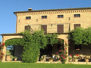 Splendida villa con piscina, oasi di pace e relax.