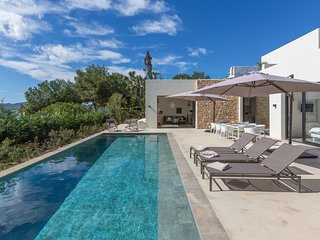 Catalunya Casas: Villa Pada for 8 guests, a short walk to Ibiza beaches!