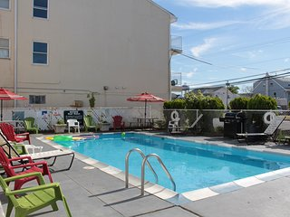 Seaside heights nj Prom beach house apt #6, with pool parking 16-18 people)
